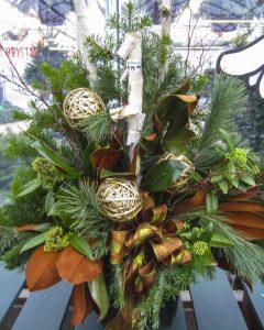 winter-green-timing-indoor-arrangement